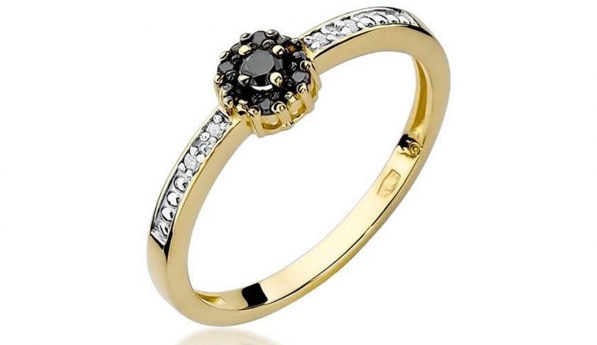 pierścionek z czarnym brylantem